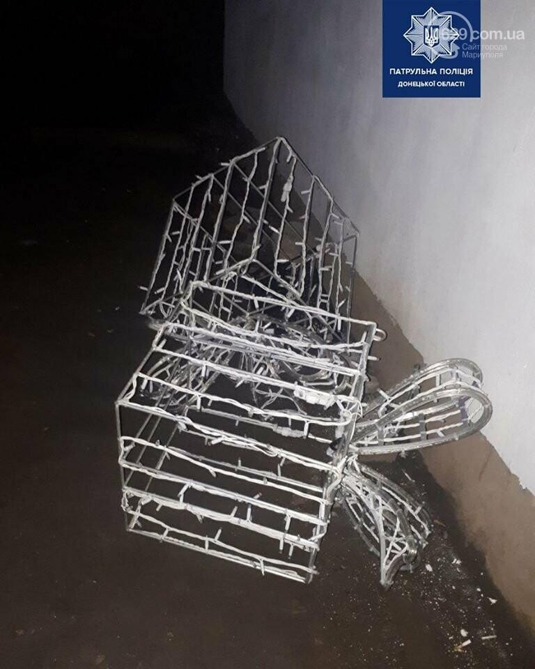 """Мариуполец похитил """"подарки"""" с главной елки города, - ФОТО, фото-2"""