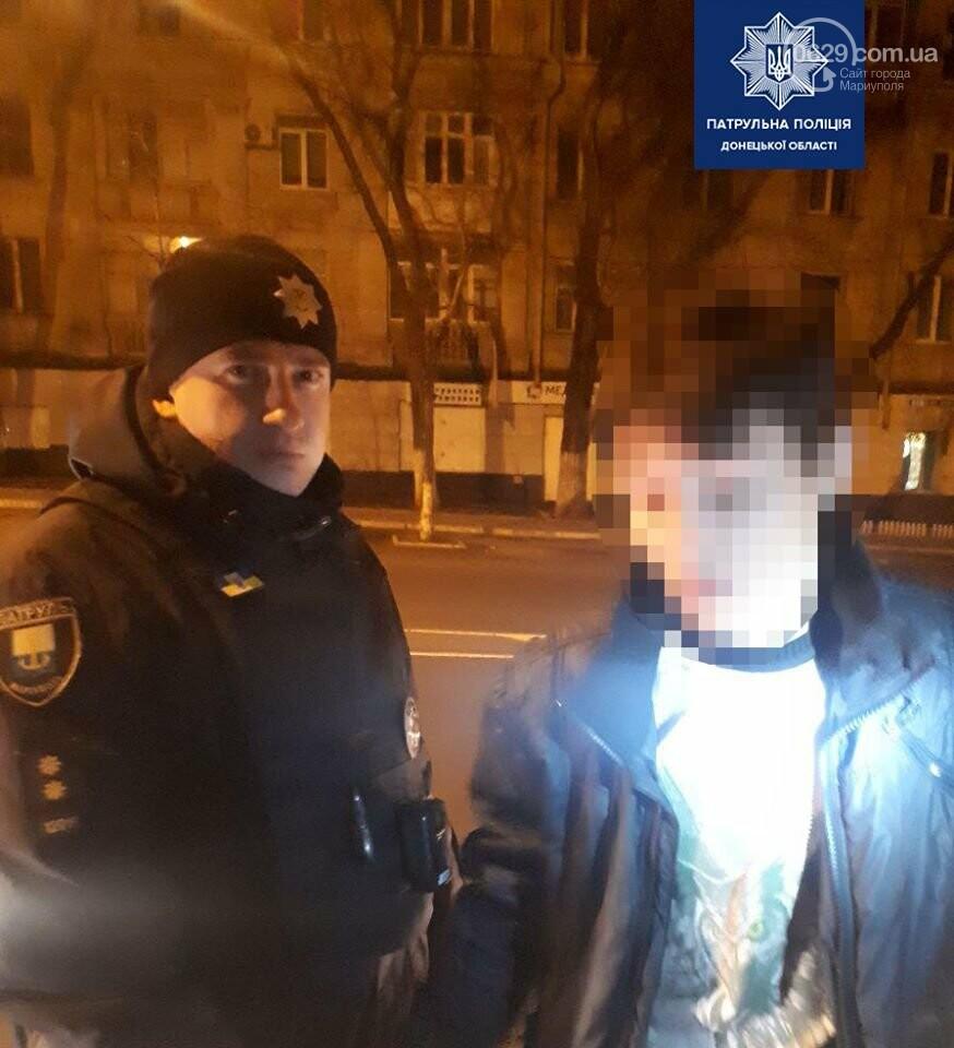 """Мариуполец похитил """"подарки"""" с главной елки города, - ФОТО, фото-1"""
