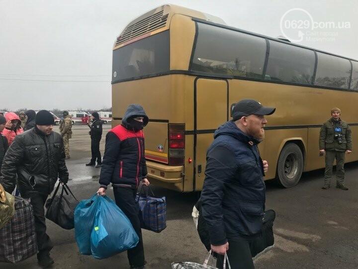 Обмен начался: ФОТОРЕПОРТАЖ из  КПВВ Майорское, - он-лайн , фото-10