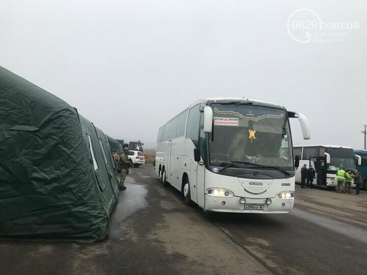 Обмен начался: ФОТОРЕПОРТАЖ из  КПВВ Майорское, - он-лайн , фото-3