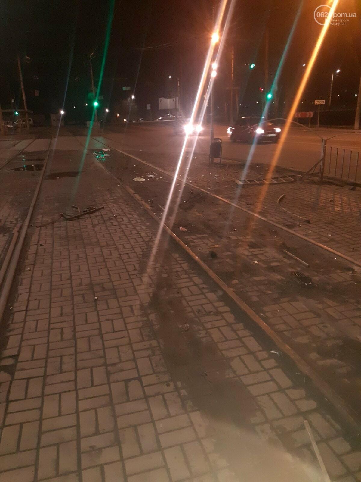 """В Мариуполе пьяная женщина на """"Ланосе"""" снесла ограждение на ул. Набережной, -  ФОТО, фото-2"""