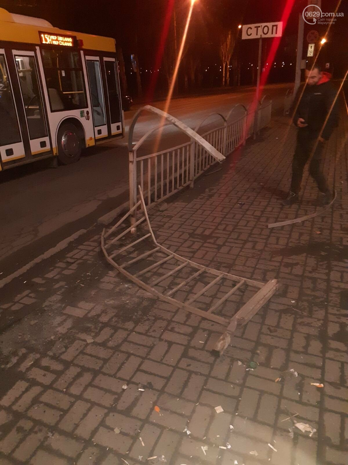 """В Мариуполе пьяная женщина на """"Ланосе"""" снесла ограждение на ул. Набережной, -  ФОТО, фото-3"""