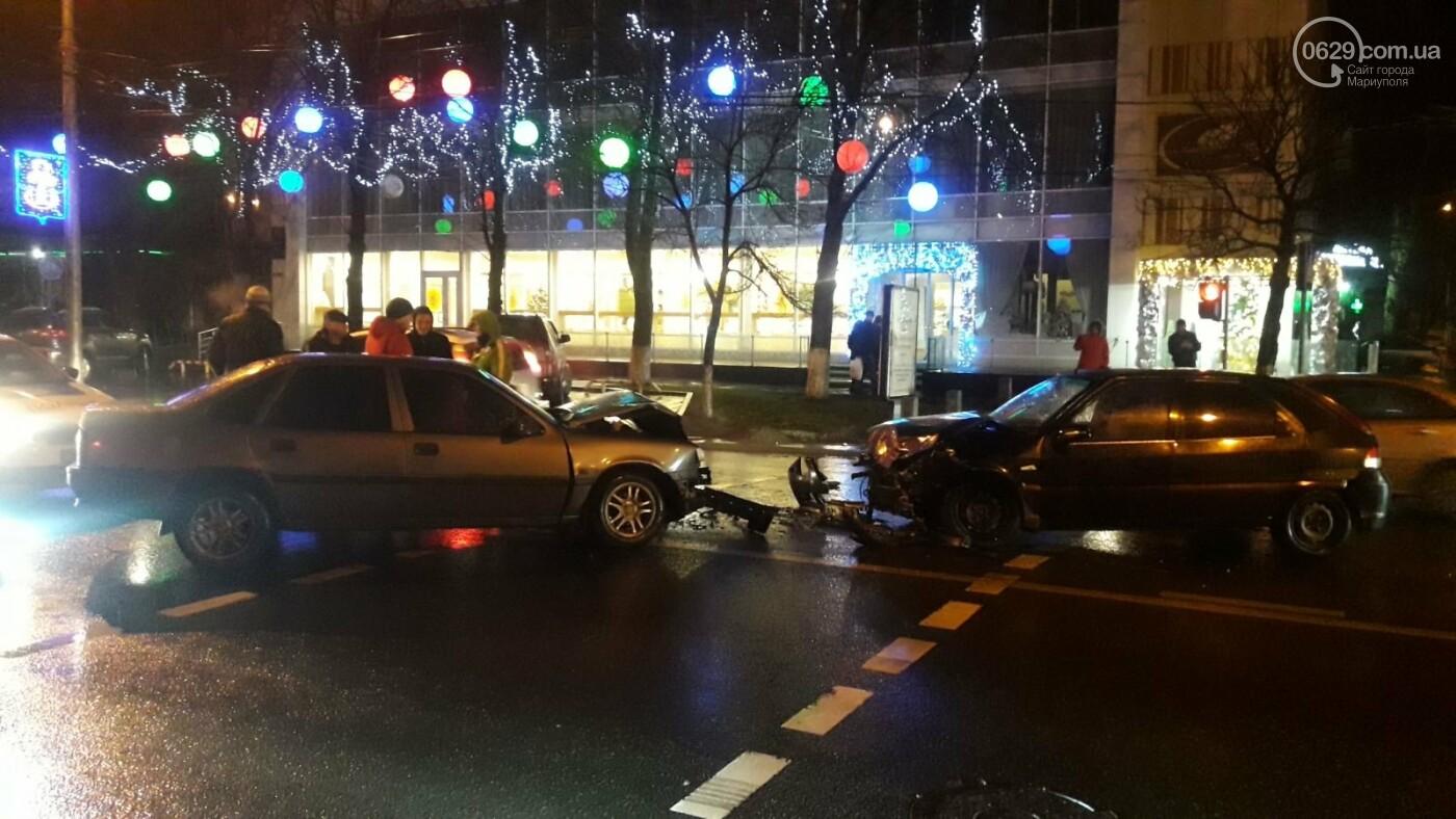 """В центре Мариуполя столкнулись две иномарки. Пострадал водитель """"Опеля"""", - ФОТО, фото-8"""
