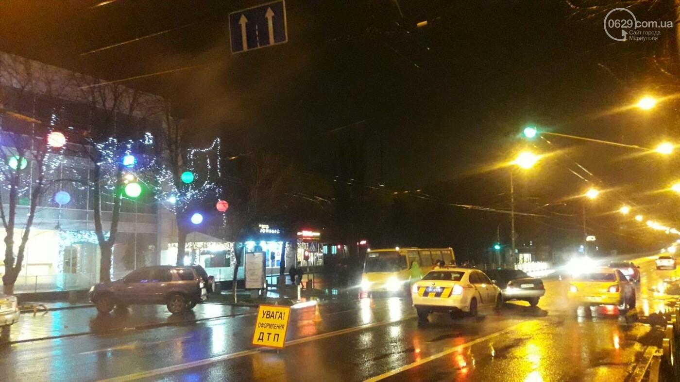 """В центре Мариуполя столкнулись две иномарки. Пострадал водитель """"Опеля"""", - ФОТО, фото-6"""