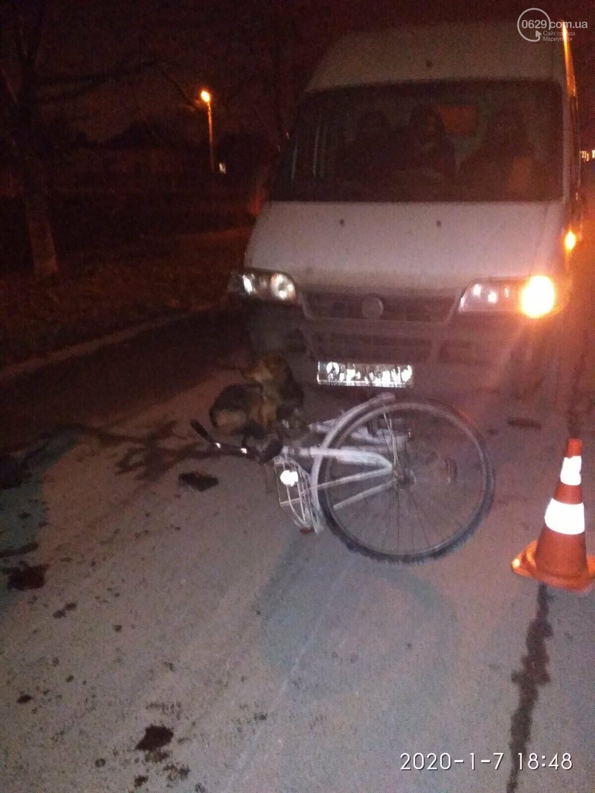 В Мариуполе микроавтобус сбил велосипедиста, - ФОТО, фото-1