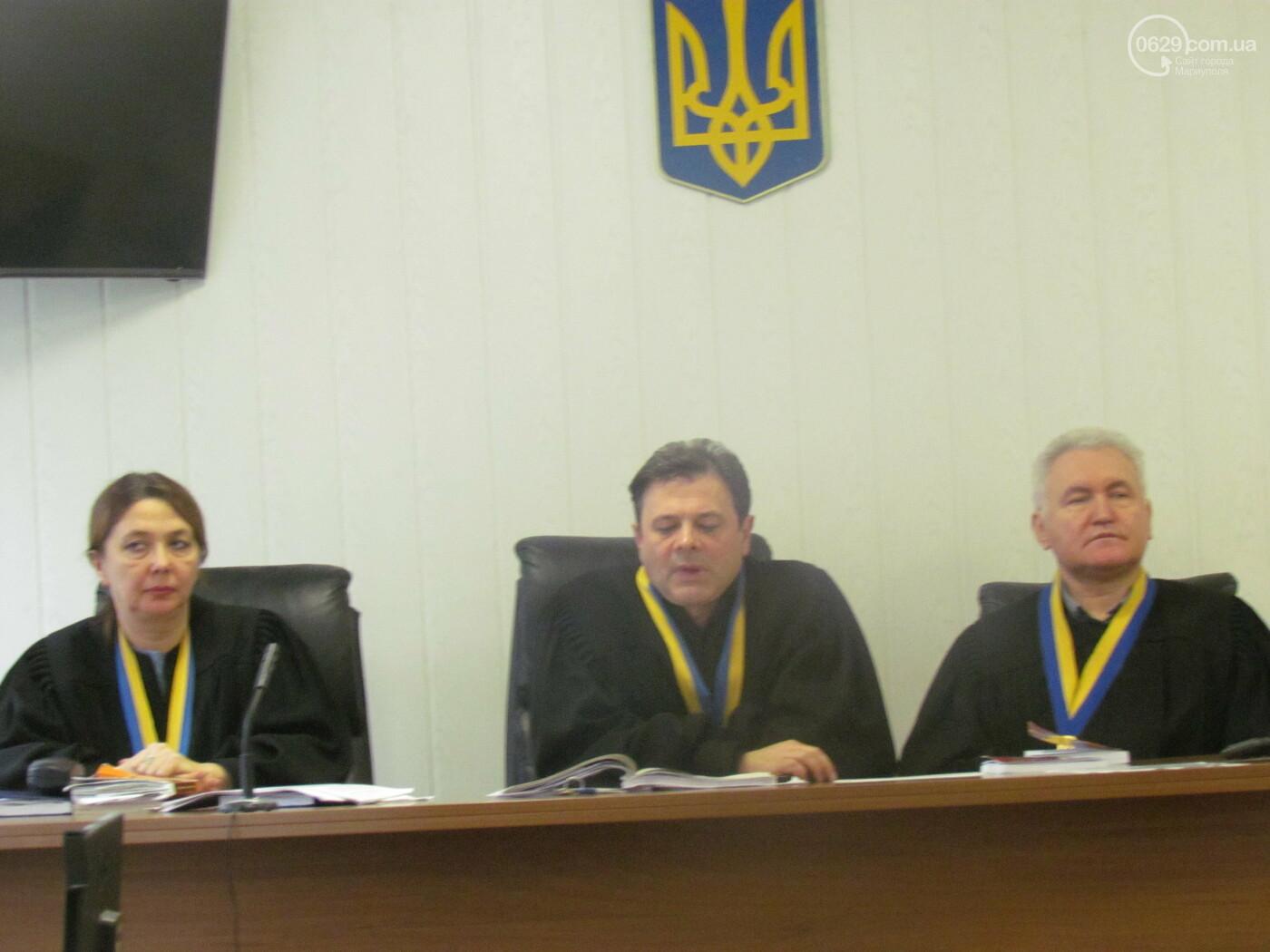 Скандал в суде Мариуполя. Обвиняемого в заказе убийства семьи кума Януковича добровольца оставили в СИЗО, - ФОТОРЕПОРТАЖ, фото-7
