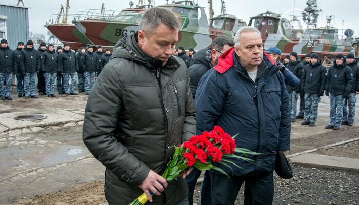 В Мариуполе открыли памятник морякам-пограничникам, погибшим в Азовском море, - ФОТО, фото-7