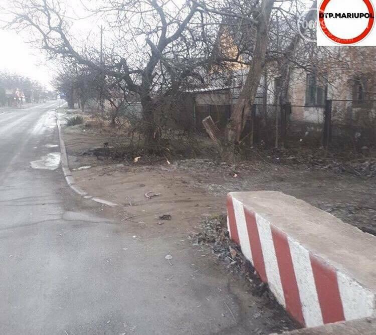 Легковушка на выезде из Мариуполя влетела в бетонное ограждение, - ФОТО, фото-3
