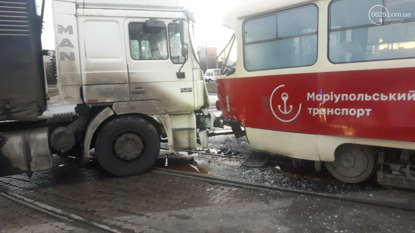В Мариуполе трамвай столкнулся с фурой, - ФОТО, ВИДЕО, фото-4