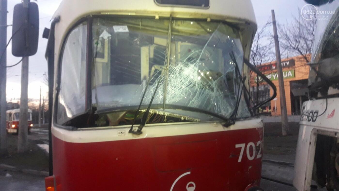 В Мариуполе трамвай столкнулся с фурой, - ФОТО, ВИДЕО, фото-5