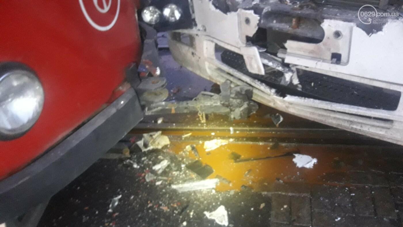 В Мариуполе трамвай столкнулся с фурой, - ФОТО, ВИДЕО, фото-6