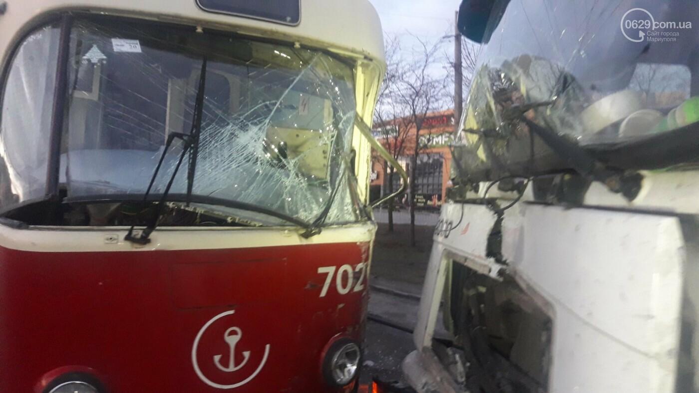 В Мариуполе трамвай столкнулся с фурой, - ФОТО, ВИДЕО, фото-7