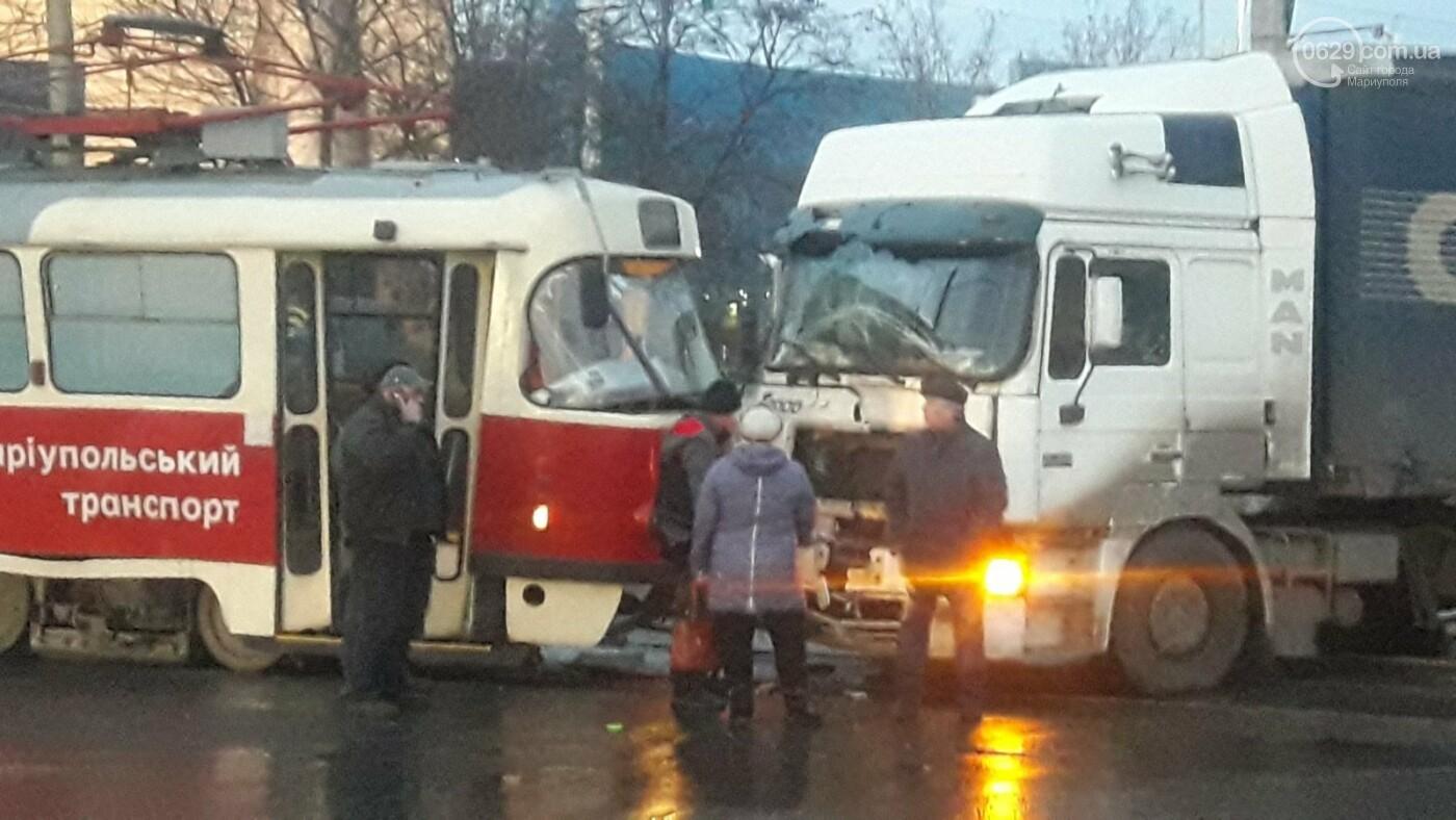 В Мариуполе трамвай столкнулся с фурой, - ФОТО, ВИДЕО, фото-10