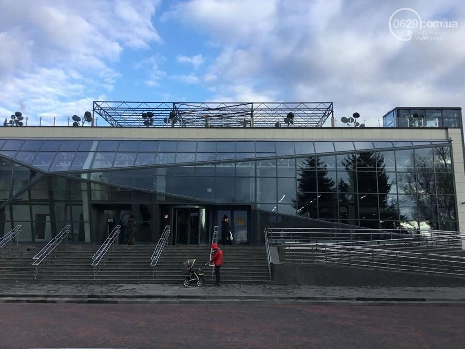 Городской дворец бракосочетания отказался покидать центр Мариуполя, - ФОТО, ВИДЕО, фото-1