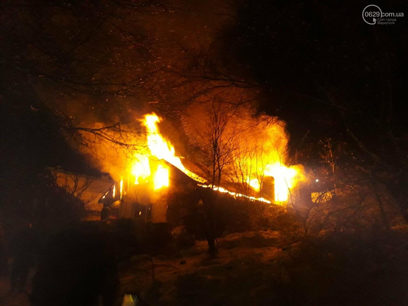 В Мариуполе полыхает частный дом. Пожарные не могут добраться к очагу возгорания, - ФОТО, ВИДЕО, фото-1