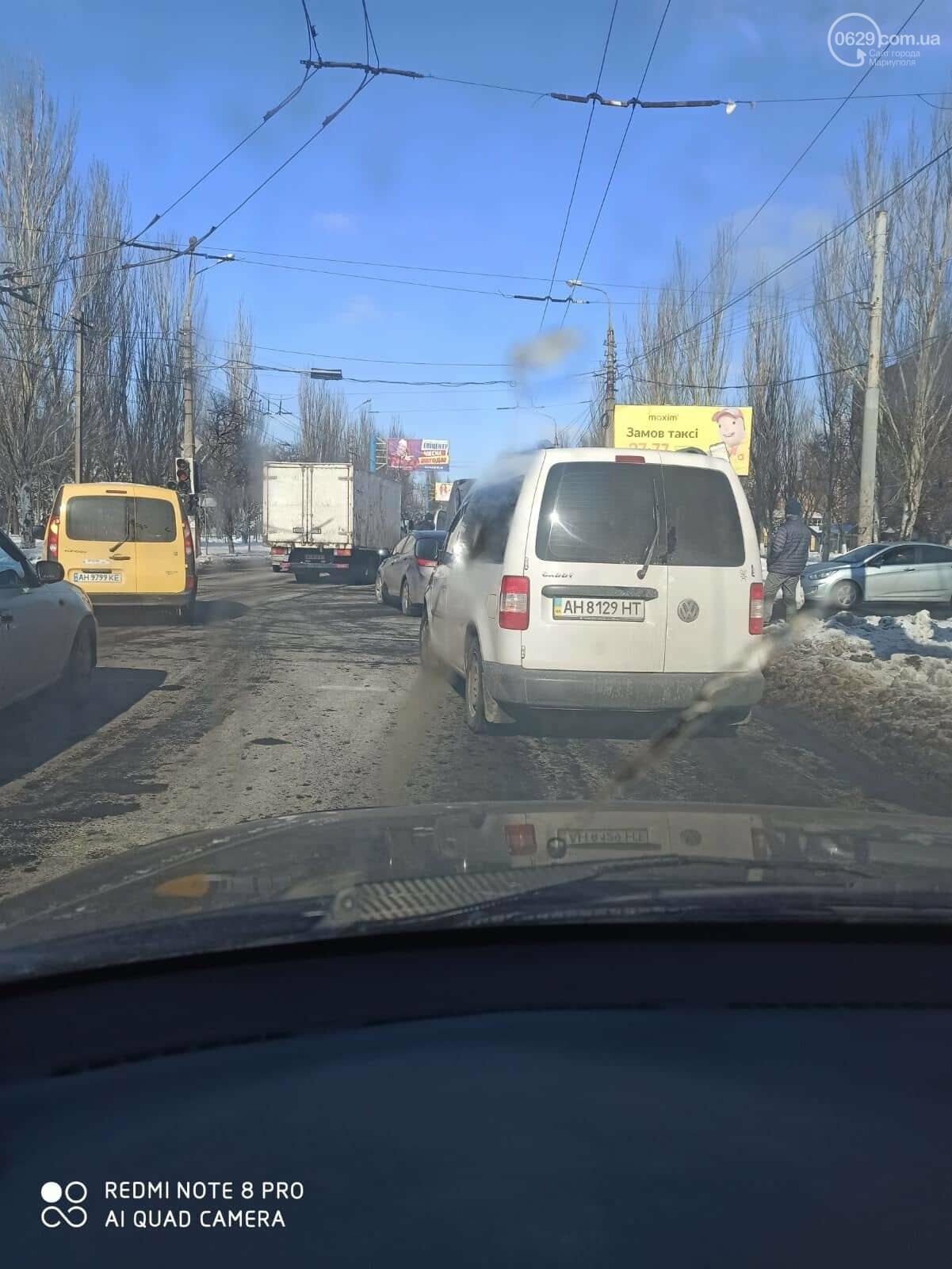 В Мариуполе микроавтобус врезался в иномарку, - ФОТО, фото-1