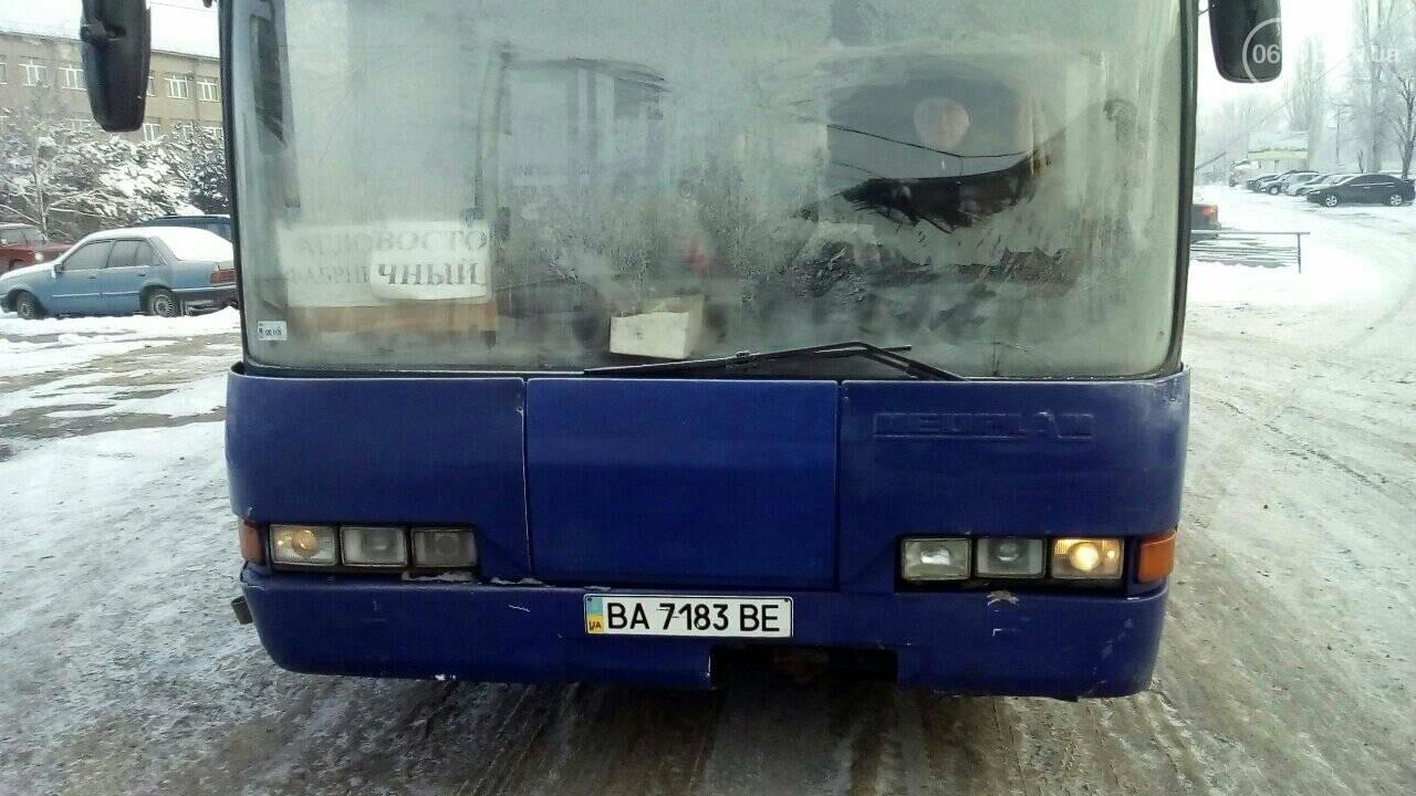 Работники ММК им. Ильича закоченели в обледеневшем автобусе по дороге домой, - ФОТО, фото-1