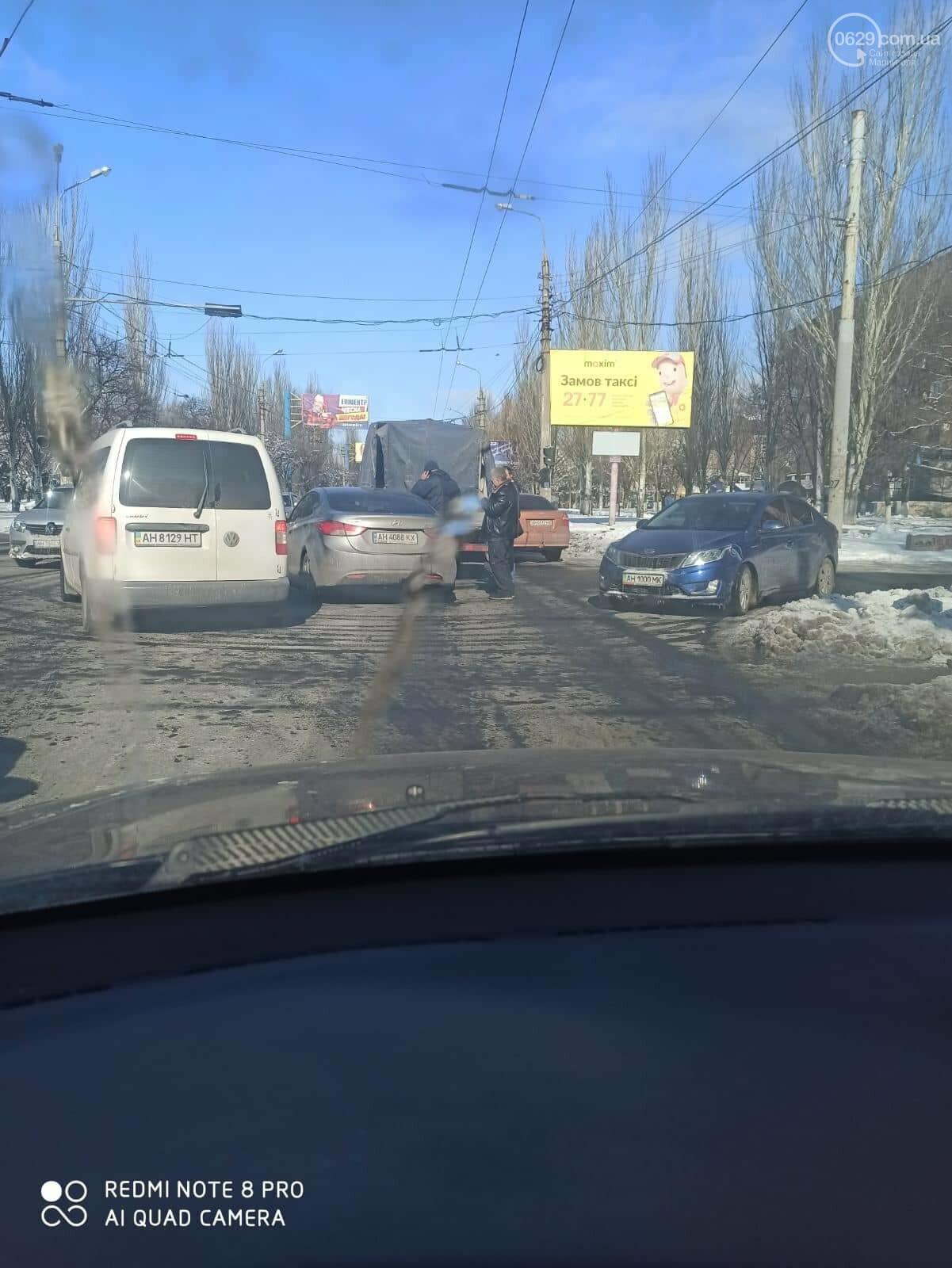 В Мариуполе микроавтобус врезался в иномарку, - ФОТО, фото-2