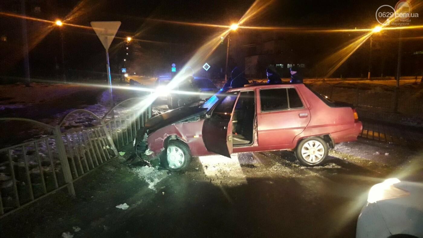 В Мариуполе пьяный на автомобиле врезался в ограждение, - ФОТО, фото-1