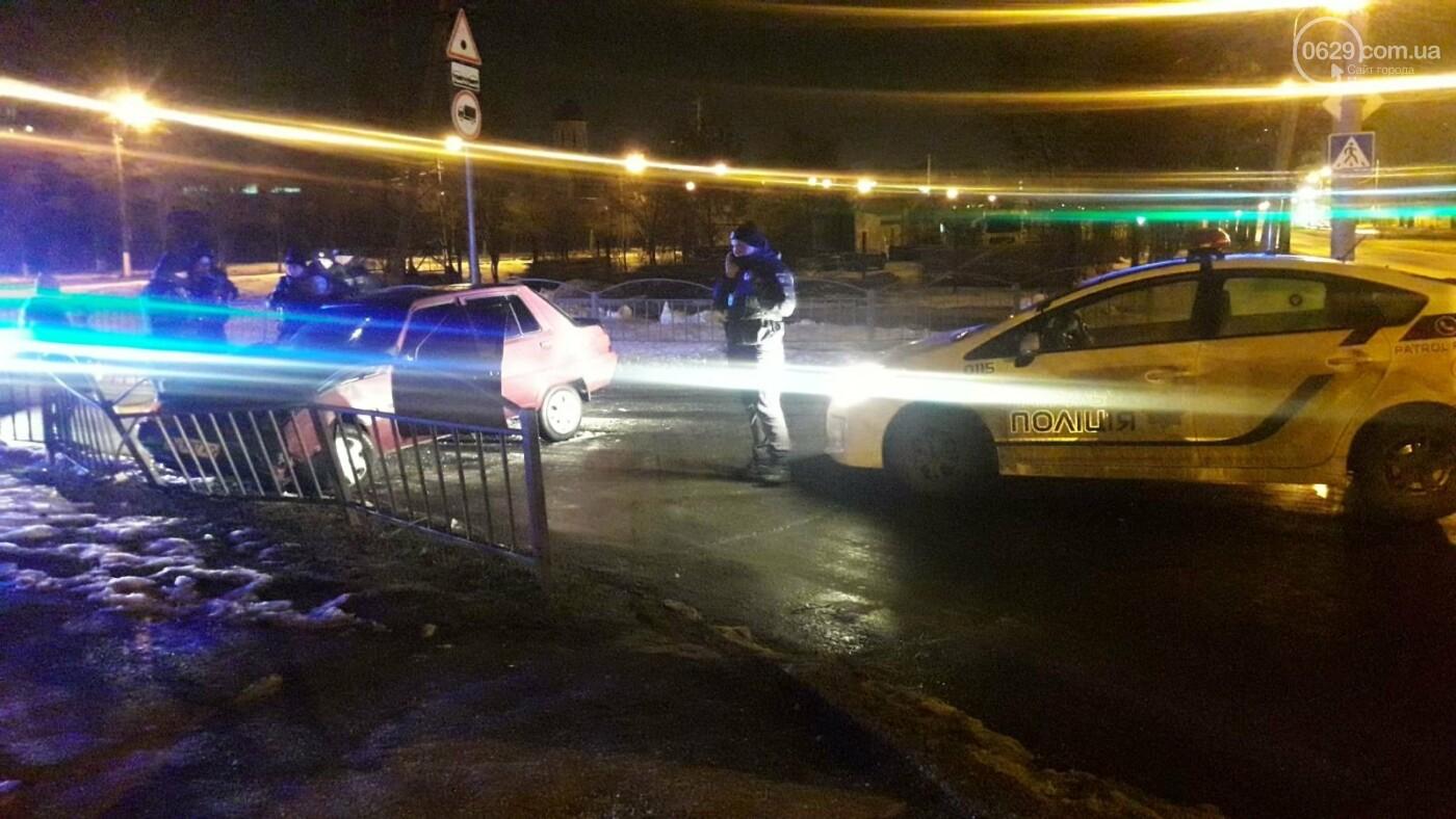 В Мариуполе пьяный на автомобиле врезался в ограждение, - ФОТО, фото-2