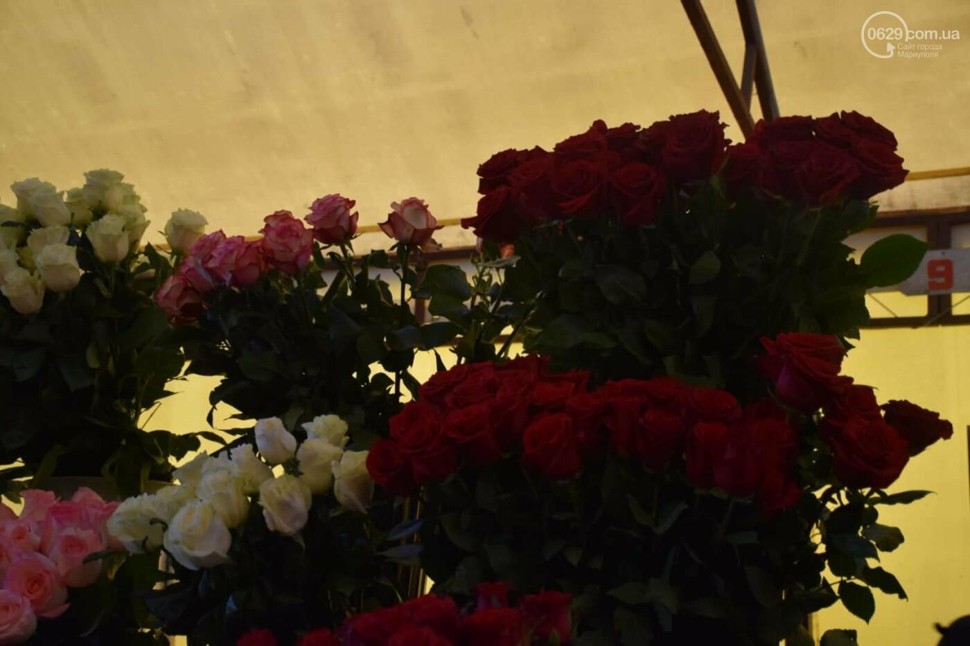 День Святого Валентина в Мариуполе: цветы, шары и мужчины-романтики, - ФОТОРЕПОРТАЖ, фото-8