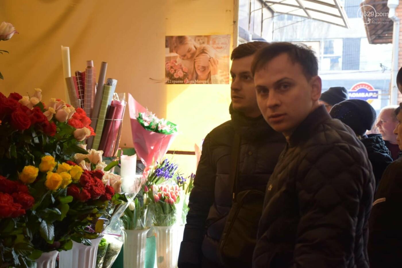 День Святого Валентина в Мариуполе: цветы, шары и мужчины-романтики, - ФОТОРЕПОРТАЖ, фото-10