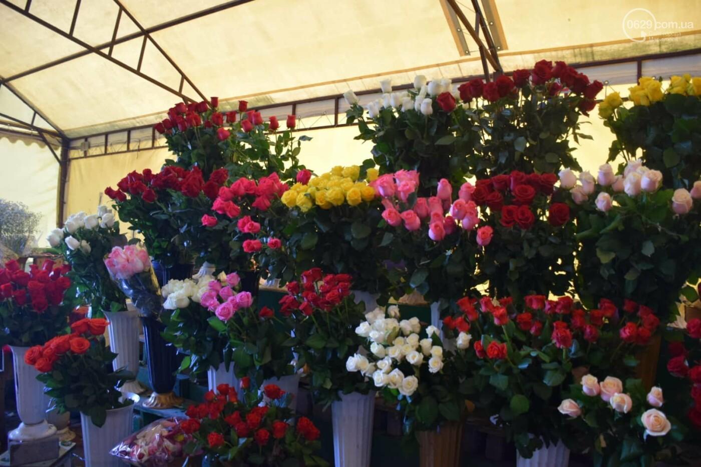 День Святого Валентина в Мариуполе: цветы, шары и мужчины-романтики, - ФОТОРЕПОРТАЖ, фото-12