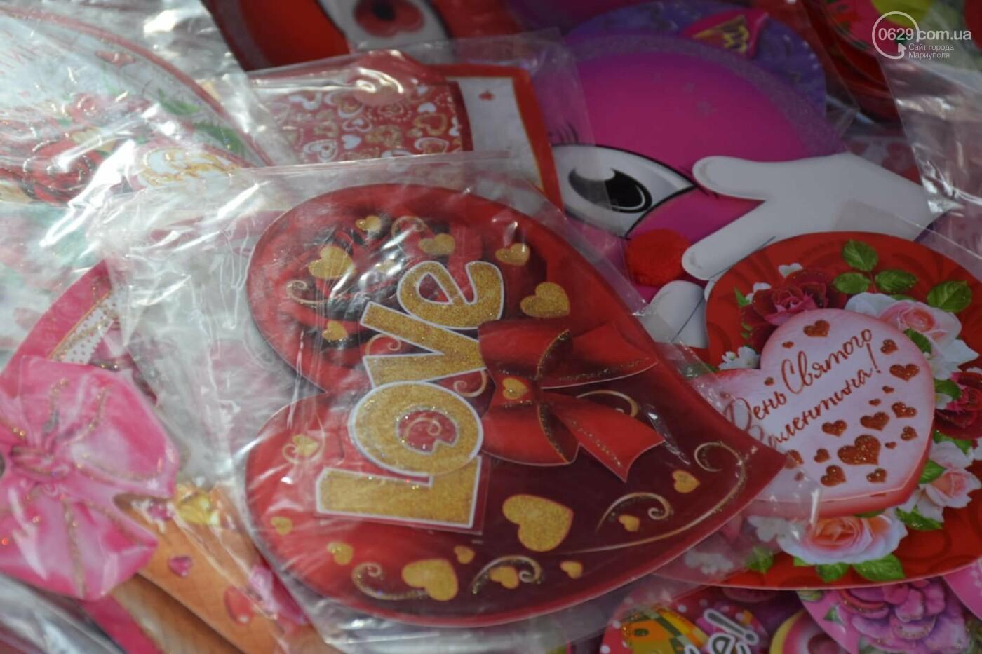 День Святого Валентина в Мариуполе: цветы, шары и мужчины-романтики, - ФОТОРЕПОРТАЖ, фото-14