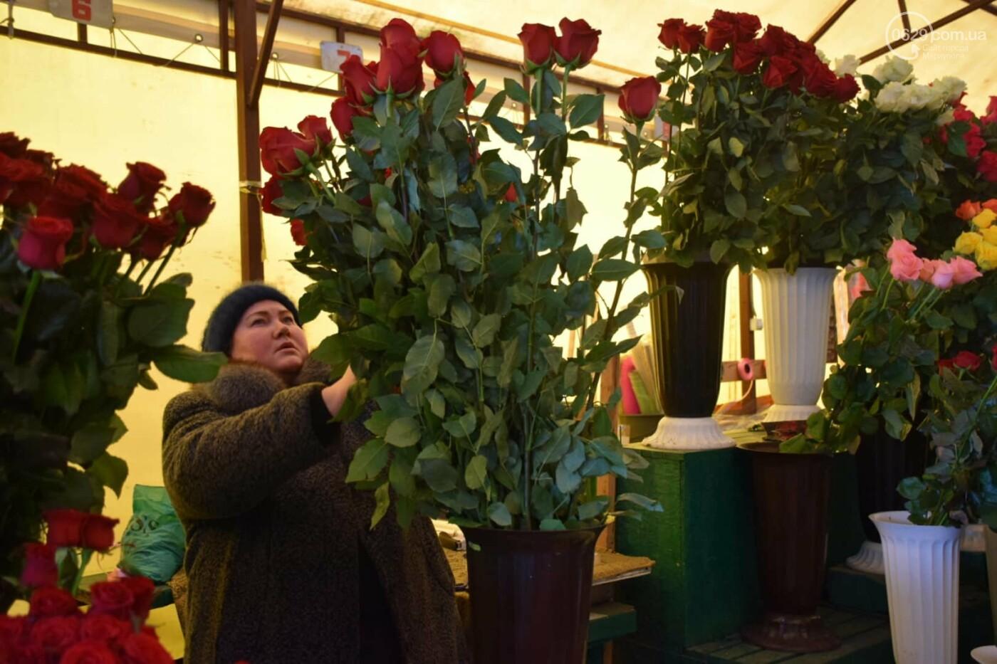 День Святого Валентина в Мариуполе: цветы, шары и мужчины-романтики, - ФОТОРЕПОРТАЖ, фото-13