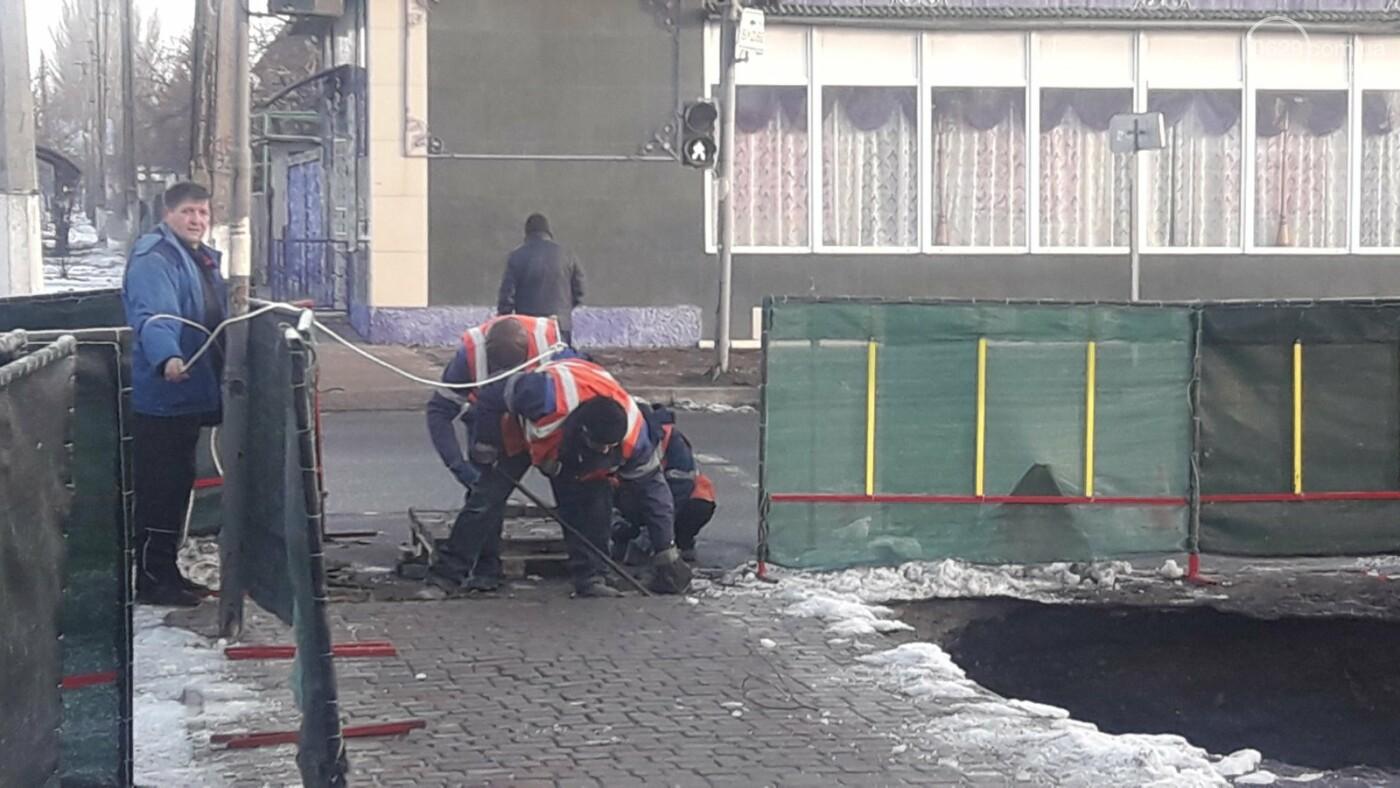 В Мариуполе на тротуаре образовался провал, - ФОТО, ДОПОЛНЕНО, фото-10