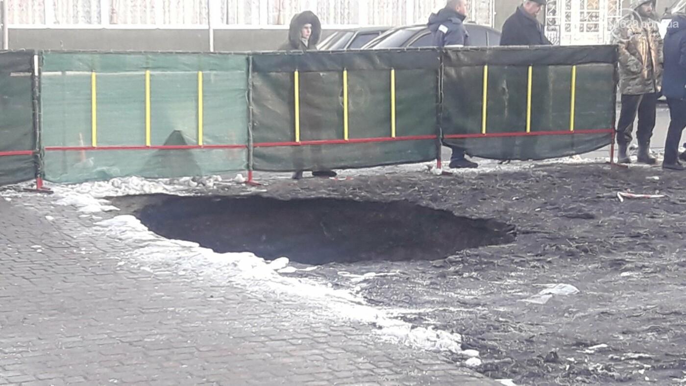 В Мариуполе на тротуаре образовался провал, - ФОТО, ДОПОЛНЕНО, фото-8