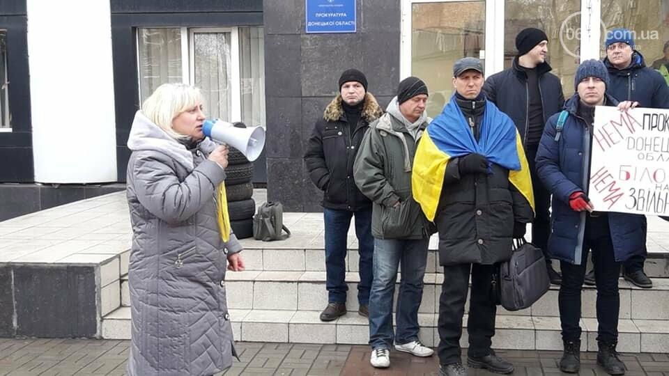 Представители независимого профсоюза принесли под прокуратуру шины, фото-7