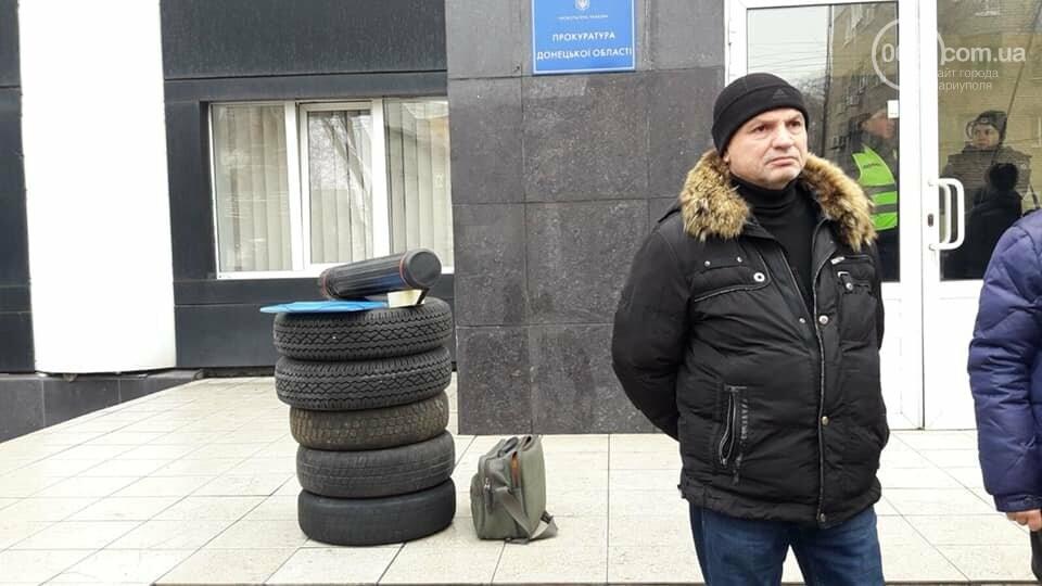 Представители независимого профсоюза принесли под прокуратуру шины, фото-2