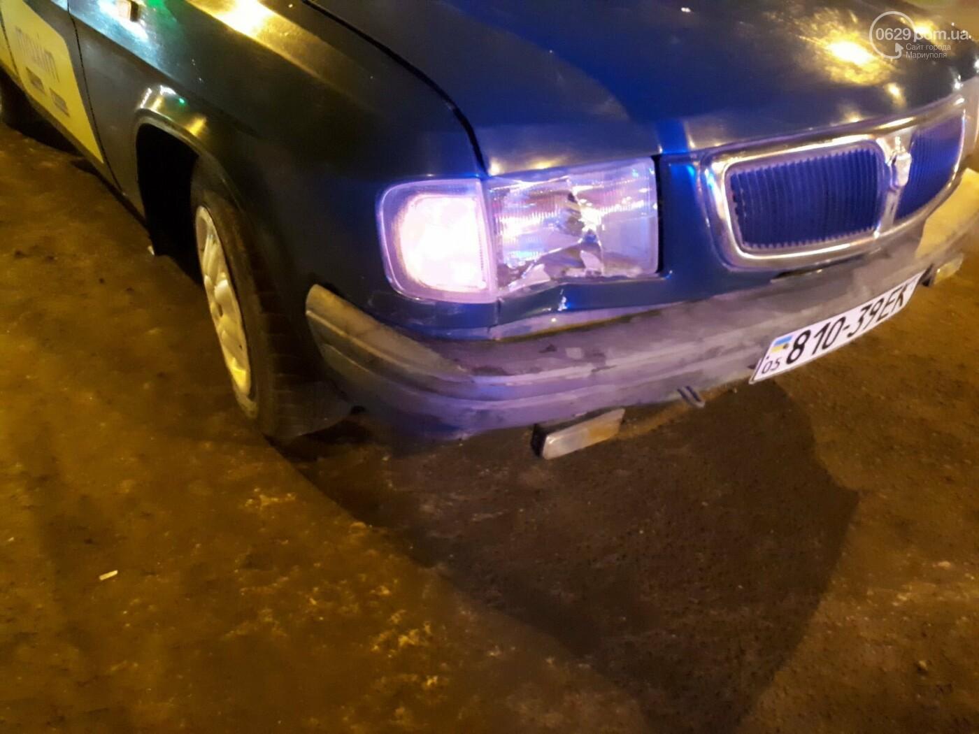 В Мариуполе конструкция, ограждающая коллектор, упала на автомобиль, - ФОТО, фото-2