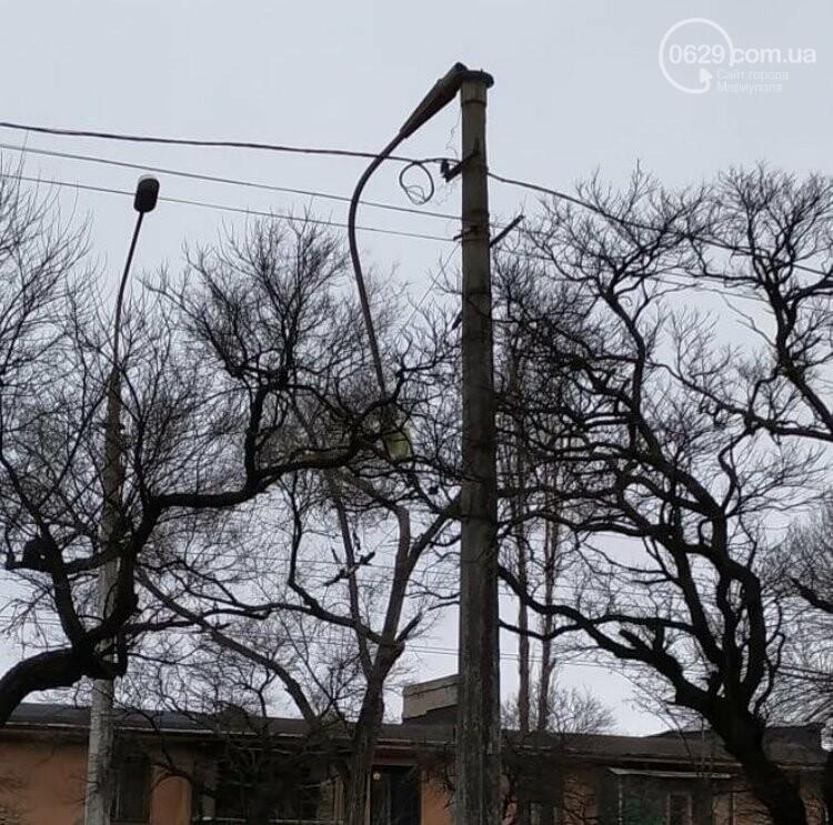 Поваленные деревья, поврежденные машины, крыши, дома, обесточенные кварталы… Ураган в Мариуполе не стихает, фото-7