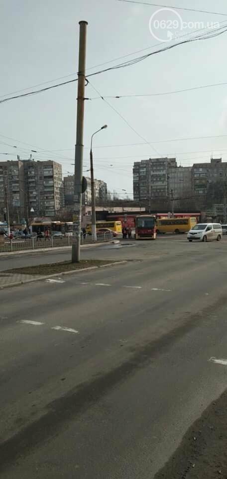 В Мариуполе трамвай сошел с рельсов, - ФОТО, фото-1