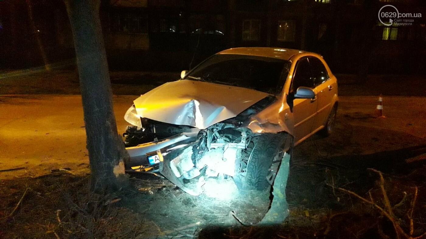 В Мариуполе автомобиль с двумя детьми врезался в дерево, - ФОТО, фото-2