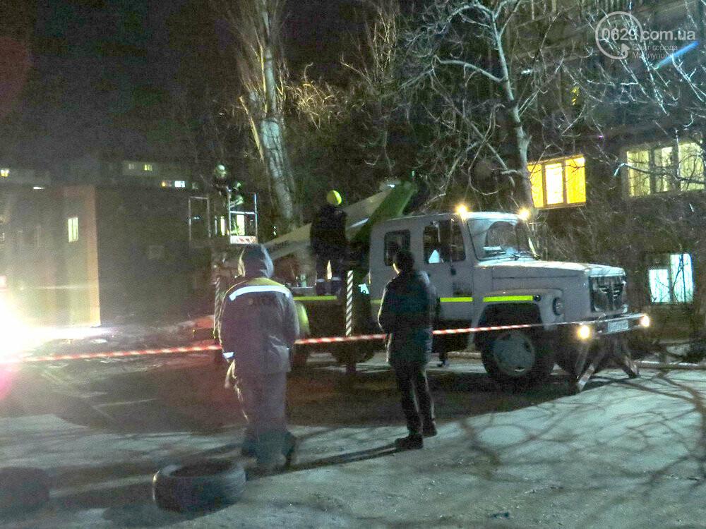 В Мариуполе спасатели убрали опасное дерево, - ФОТО, фото-1