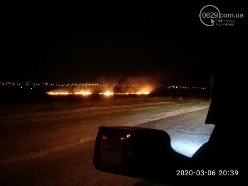 В Мариуполе горела трава около реки, - ФОТО, фото-3
