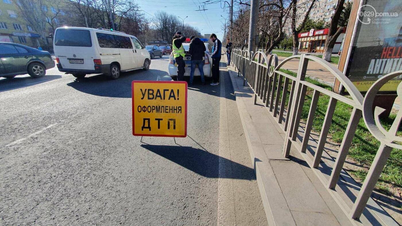 В центре Мариуполя ВАЗ догнал Hyundai, - ФОТО, фото-1