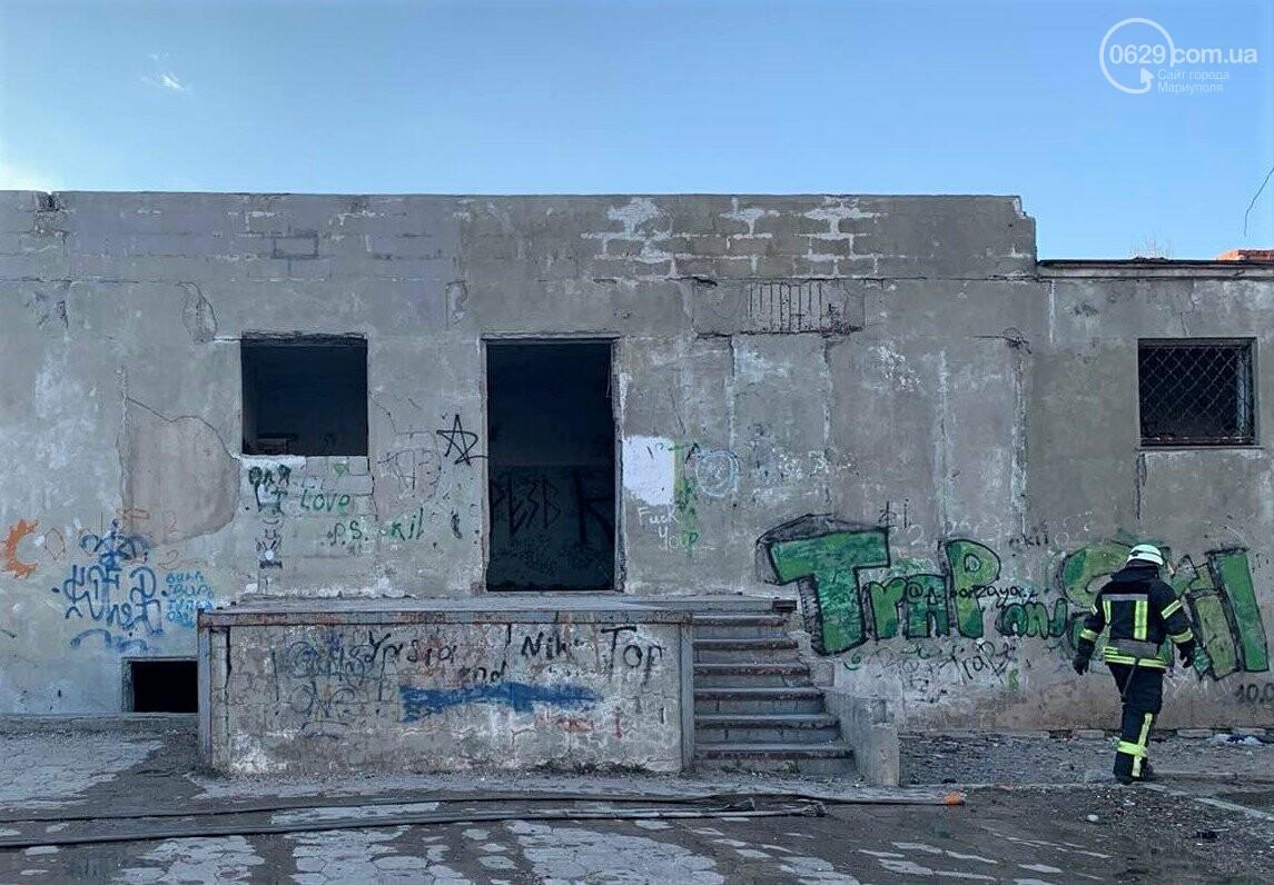 В Мариуполе горел заброшенный магазин. На месте пожара обнаружили труп, - ФОТО, фото-1