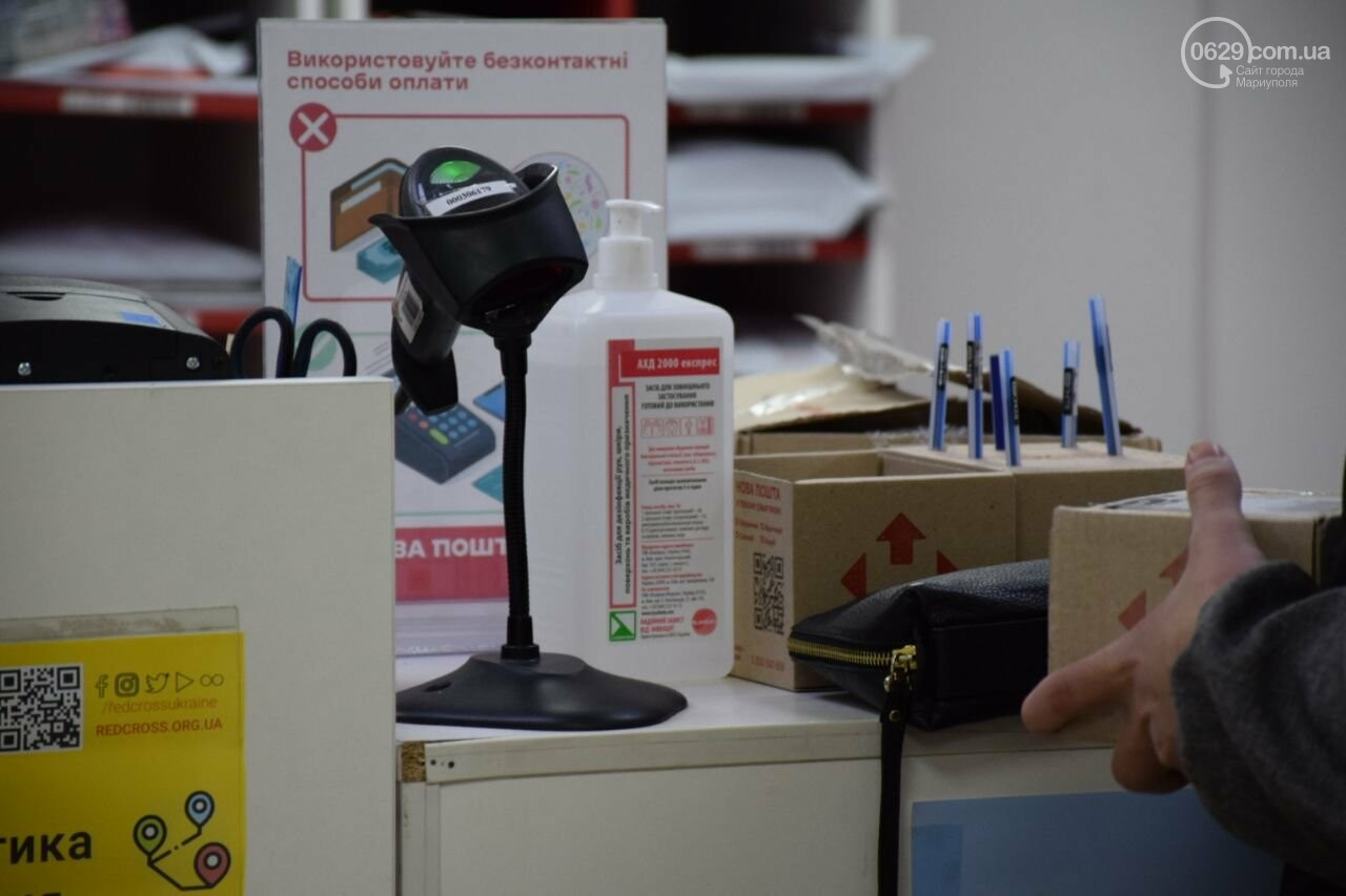 Разметка, санитайзеры и защитная пленка. Как в Мариуполе предприятия и магазины заботятся о своих сотрудниках. - ФОТО, фото-7