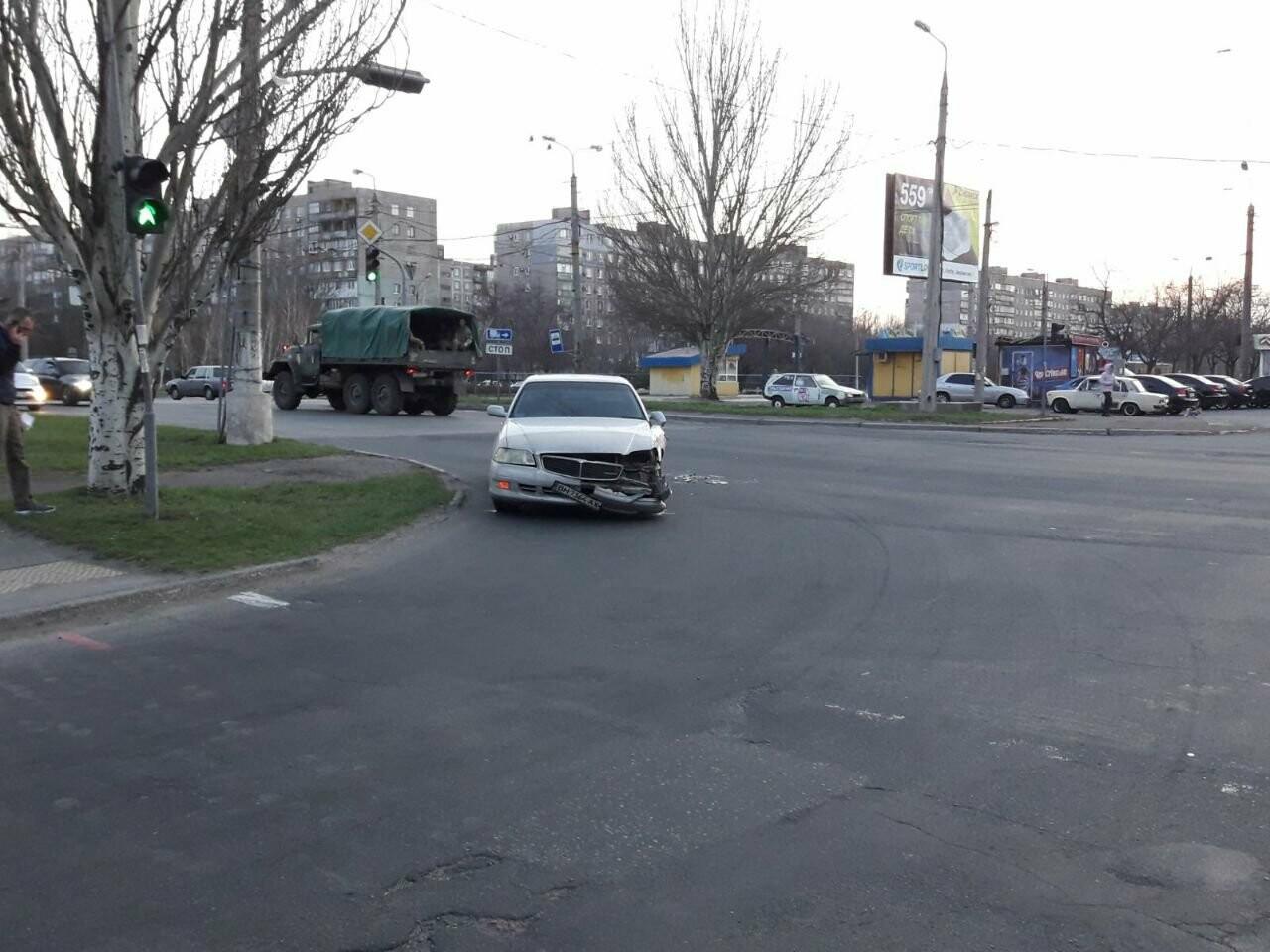 """В Мариуполе """"Ниссан"""" столкнулся с военным """"КРаЗ"""", - ФОТО, фото-6"""