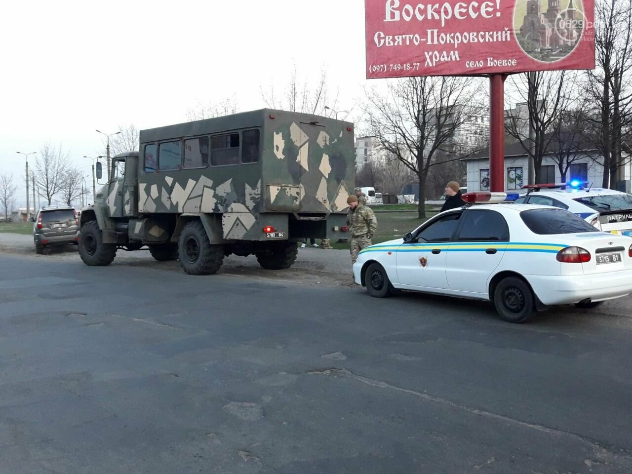 """В Мариуполе """"Ниссан"""" столкнулся с военным """"КРаЗ"""", - ФОТО, фото-7"""
