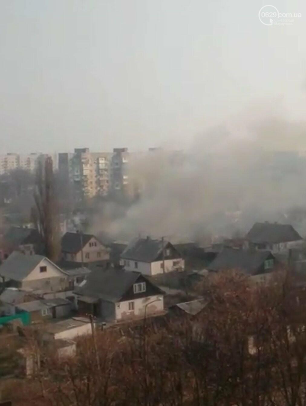 На Левобережье Мариуполя горит жилой дом, -ВИДЕО, фото-1