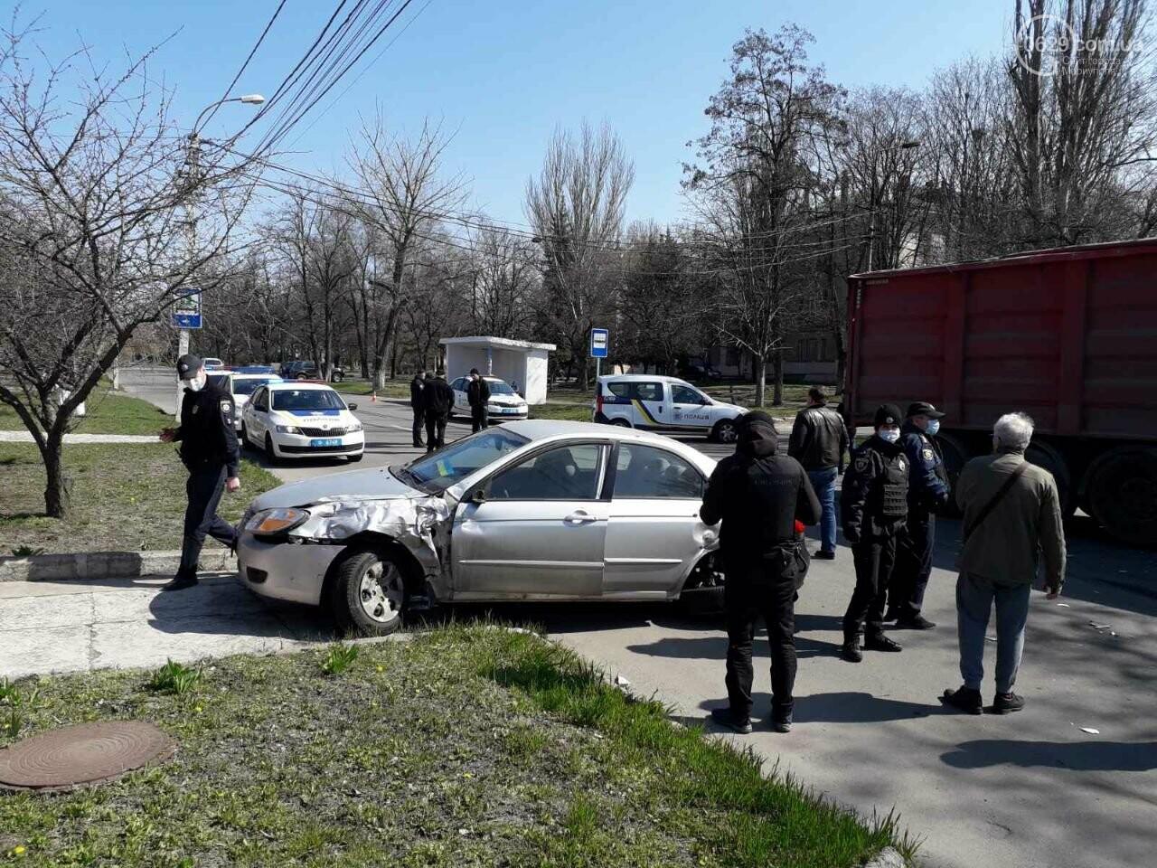 Тройное ДТП с пострадавшими. В Мариуполе столкнулись две легковушки и грузовик,  - ФОТО, фото-2