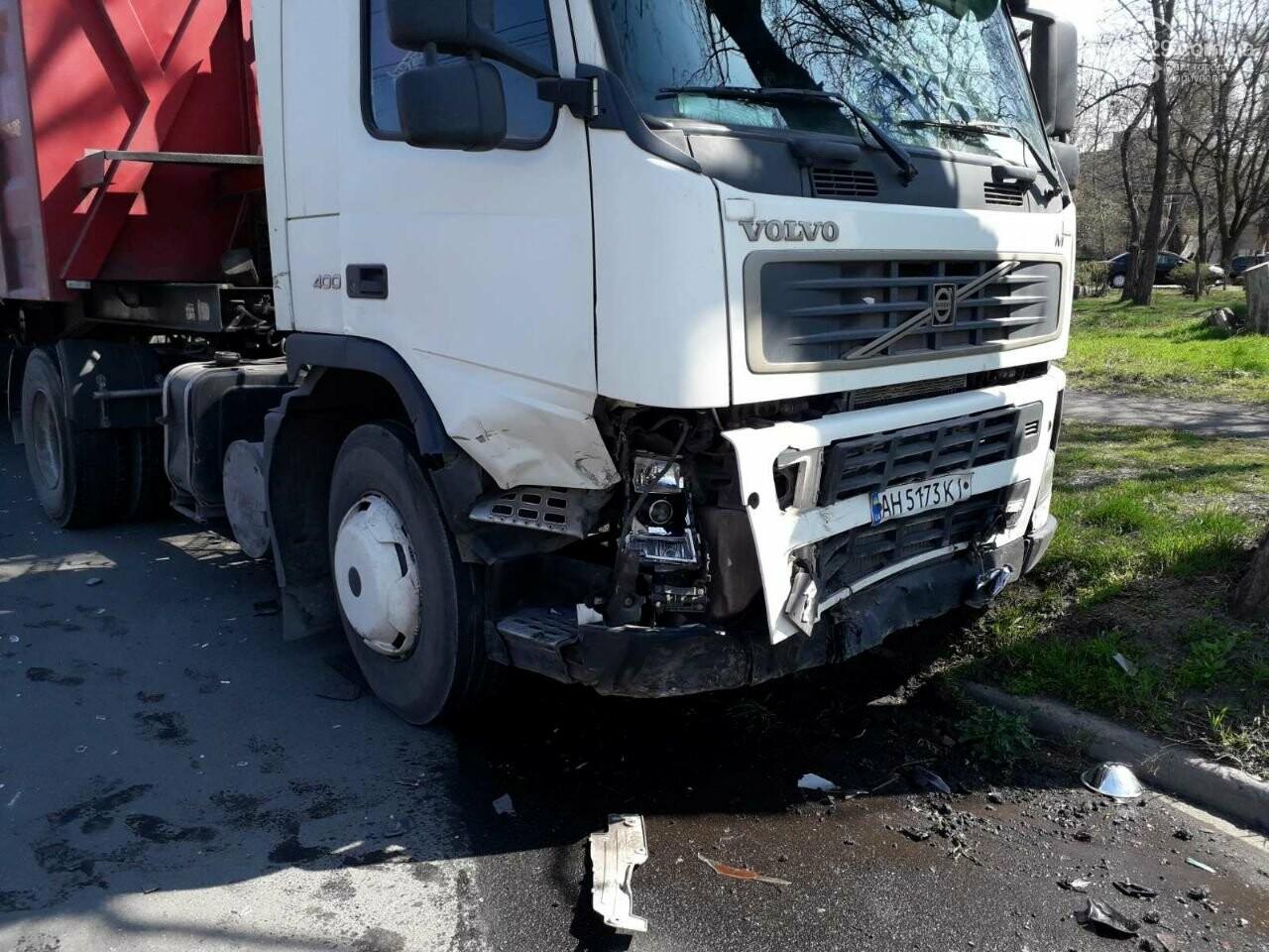 Тройное ДТП с пострадавшими. В Мариуполе столкнулись две легковушки и грузовик,  - ФОТО, фото-3