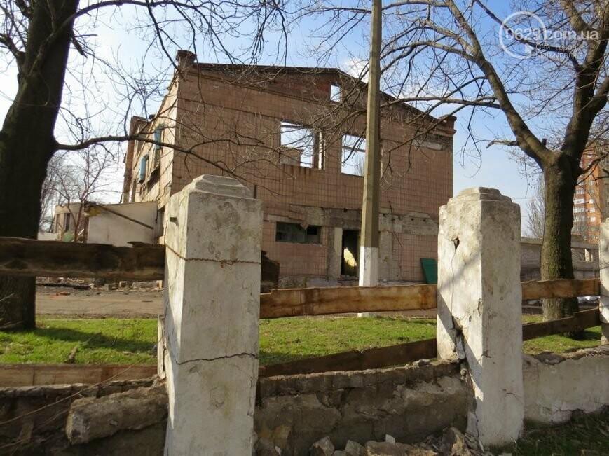 Скелет мариупольского хлебозавода: что осталось от здания, и кто теперь там поселился, - ФОТОРЕПОРТАЖ, фото-6