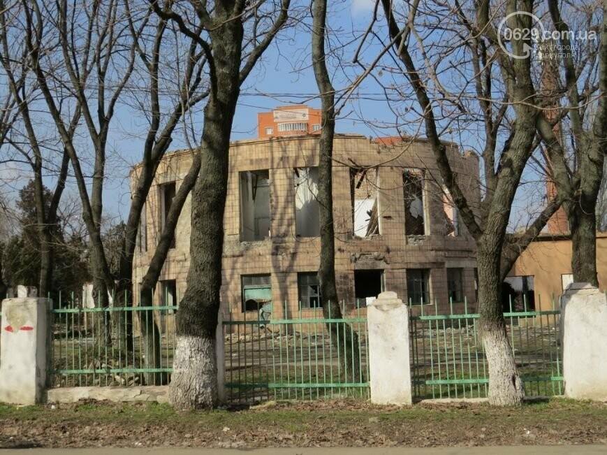 Скелет мариупольского хлебозавода: что осталось от здания, и кто теперь там поселился, - ФОТОРЕПОРТАЖ, фото-7