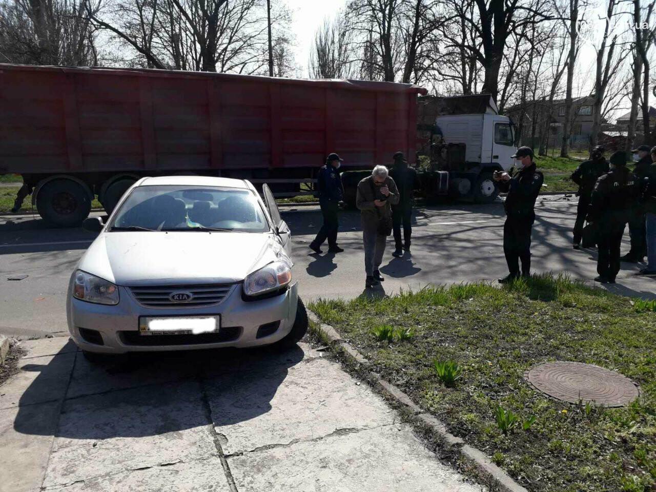 Тройное ДТП с пострадавшими. В Мариуполе столкнулись две легковушки и грузовик,  - ФОТО, фото-11
